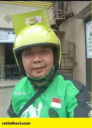driver gojek pakai helm modifikasi elpiji kena bintang dua