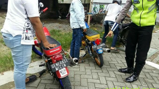 honda cb plat nopol Generasi micin dan kids jaman now kena tilang polisi di Bojonegoro
