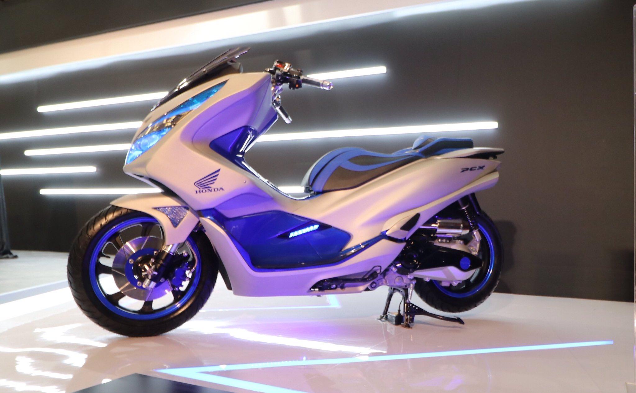 Modifikasi Honda PCX 150 Indonesia tahun 2018 versi Futuristic Techno