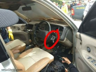 orang mati akibat keracunan freon di Mobil