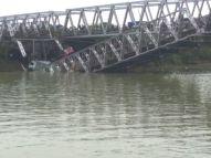 Jembatan Widang, Babat ambrol, ada 3 truk dan 1 sepeda motor terjun ke sungai Bengawan Solo tahun 2018