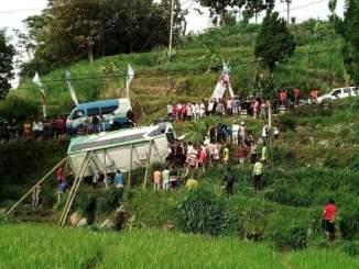 Kecelakaan Maut di Kawasan Sarangan Magetan, Minibus Masuk Jurang hari minggu 22 April 2018