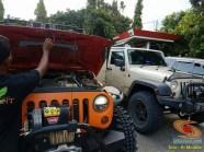 letak antena HT di mobil bagian depan jeep