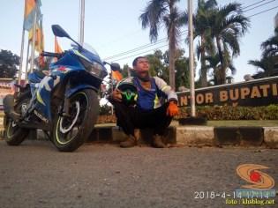 Serunya blogger setia1heri manasin mesin Suzuki GSX R 150 alias si 3C0 buat sungkem emak di Tuban (1)