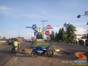 Serunya blogger setia1heri manasin mesin Suzuki GSX R 150 alias si 3C0 buat sungkem emak di Tuban (11)