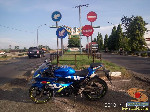 Serunya blogger setia1heri manasin mesin Suzuki GSX R 150 alias si 3C0 buat sungkem emak di Tuban (14)