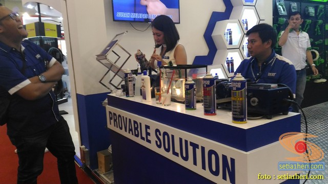 Demo produk pelumas rexco di giias 2018