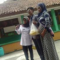 Nunggang Honda Verza, pemuda ganteng jas parlente penjual tahu asal Bogor ini pikat gadis hingga emak-emak gans (6)