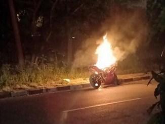 kawasaki ninja terbakar akibat rokok di cilegon tahun 2018