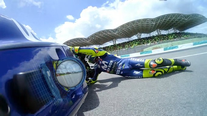 rossi jatuh di moto gp malaysia tahun 2018