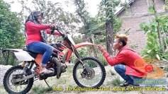 Kumpulan foto biker prewedding dan romantisme pasangan diatas motor trail brosis (11)