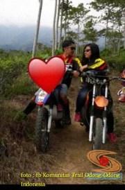 Kumpulan foto biker prewedding dan romantisme pasangan diatas motor trail brosis (21)
