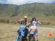 Kumpulan foto biker prewedding dan romantisme pasangan diatas motor trail brosis (8)