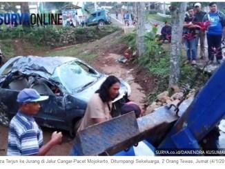 Kecelakaan maut di jalur Cangar-Pacet, mobil Avanza ditumpangi sekeluarga masuk jurang