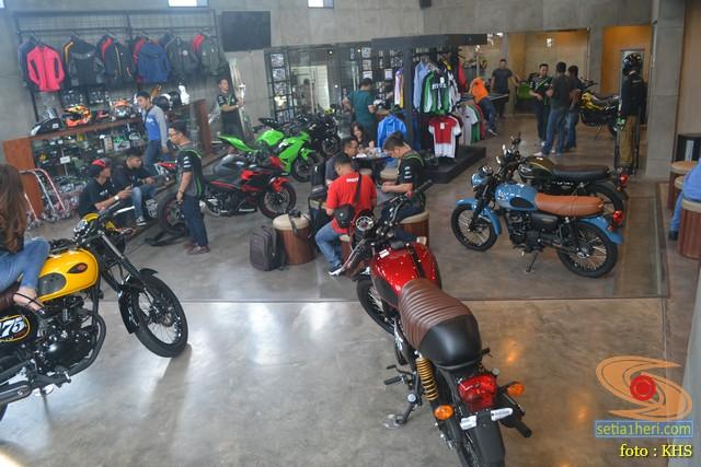 Lebih dekat dengan Kawasaki W175 Cafe tahun 2019 di Kota Surabaya (11)