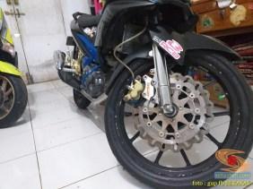 Kumpulan gambar modifikasi sepeda motor pakai piringan cakram besar brosis (8)