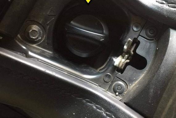 Tutup tangki BBM pada Yamaha Xmax susah dibuka, coba cara ini brosis