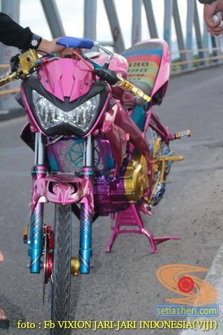 Kumpulan gambar modifikasi Yamaha Vixion warna pink brosis (16)