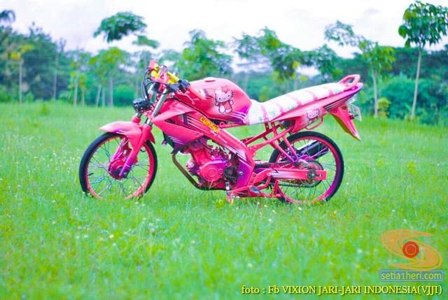 Kumpulan gambar modifikasi Yamaha Vixion warna pink brosis (20)