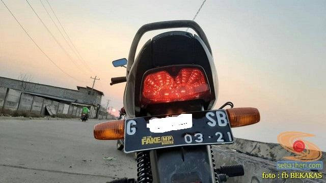 stiker biker fakegl, fakesupra,fakenamx, fakebeat, fakeojek (1)