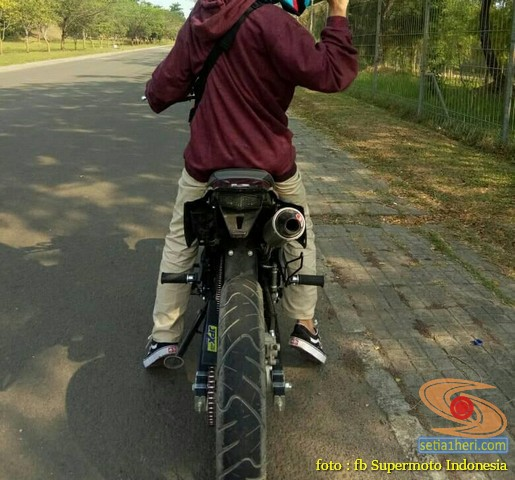 Kumpulan foto bokong motor supermoto…montok abiss gans.. (10)