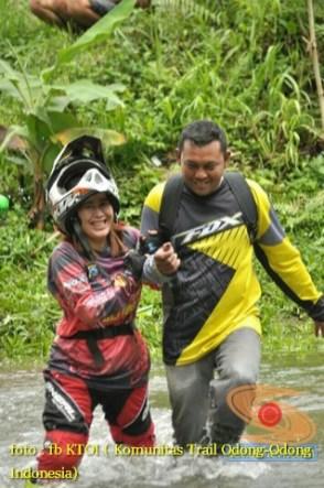 Kumpulan foto romantisme anak motor trail maupun prewedding biker (20)