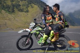 Kumpulan foto romantisme anak motor trail maupun prewedding biker (29)
