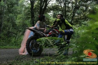 Kumpulan foto romantisme anak motor trail maupun prewedding biker (37)