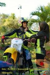 Kumpulan foto romantisme anak motor trail maupun prewedding biker (41)