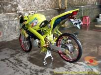 Modifikasi Yamaha Vixion warna kuning brosis (1)