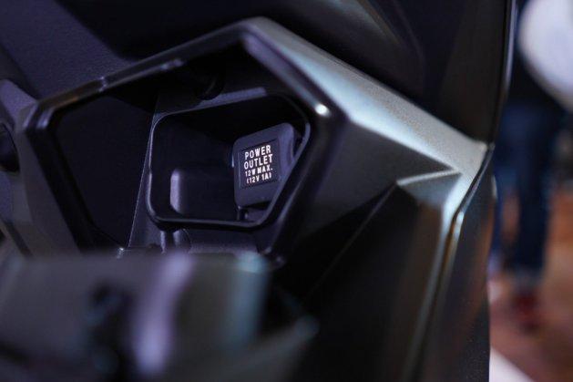 Fitur charger All New Honda BeAT Street tahun 2020 brosis