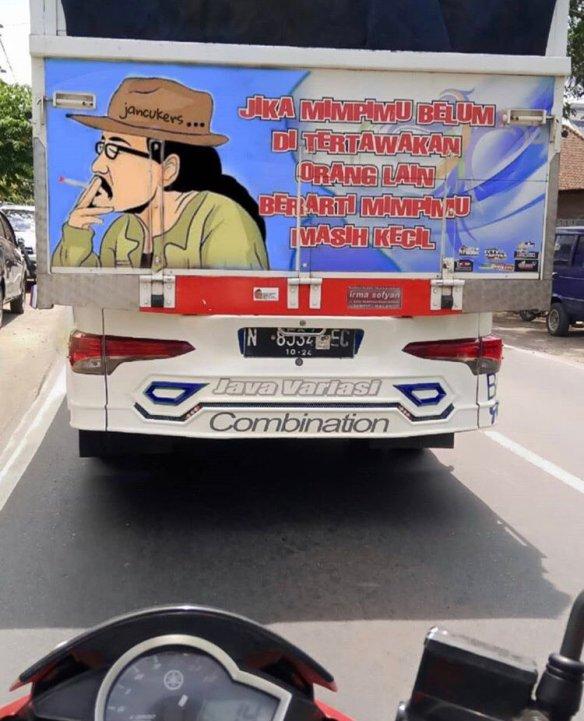 lukisan tokoh dan kata-kata inspiratif pada bokong truk Indonesia (2)
