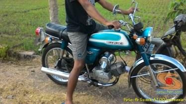 Kumpulan foto motor jadul Suzuki A100 (21)