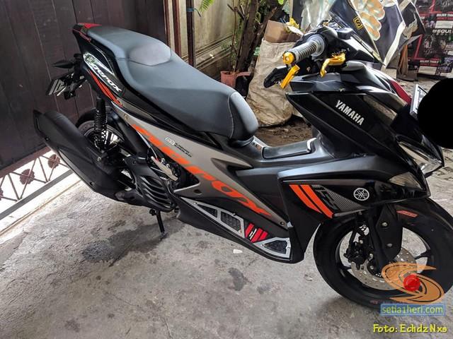 Modifikasi Yamaha Aerox 155 warna belang merah hitam gans...hehehe