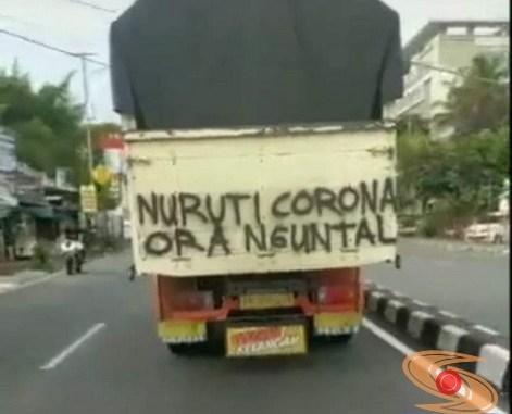 tulisan-tulisan 'melawan' virus Corona dari sopir truk