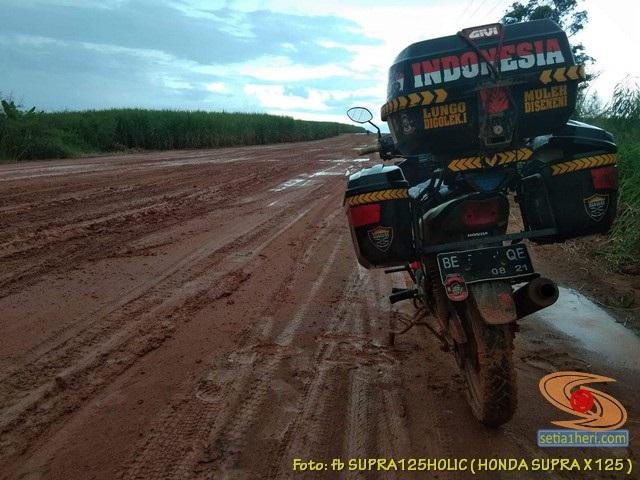 Kumpulan foto Honda Supra X 125 pakai triple box gans...