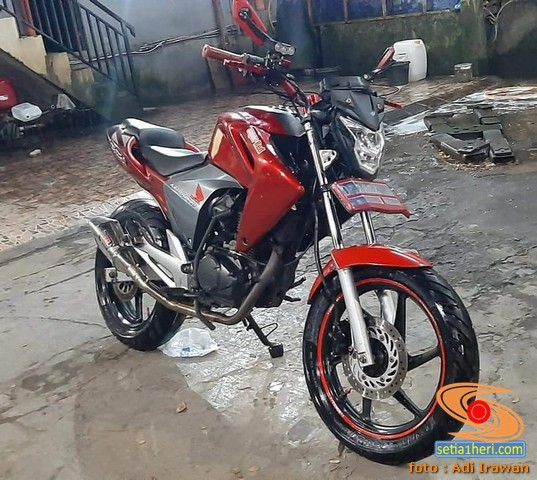 Modifikasi street fighter Honda New Megapro, pakai headlamp CB150R brosis...