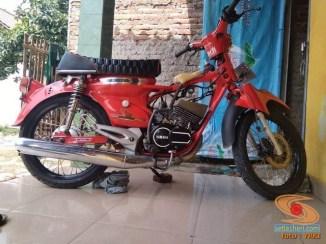 Modifikasi Yamaha RX King berubah jadi motor bebek retro klasik atau swap engine (14)