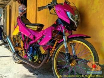 Modifikasi Satria Fu warna pink alias merah muda brosis (10)
