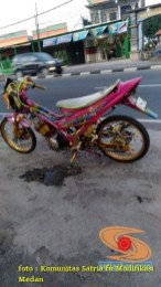 Modifikasi Satria Fu warna pink alias merah muda brosis