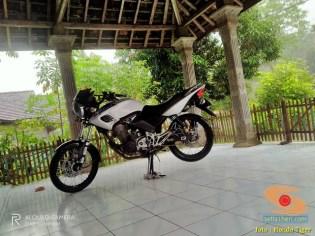 Kumpulan gambar Honda Tiger warna putih modif brosis (7)