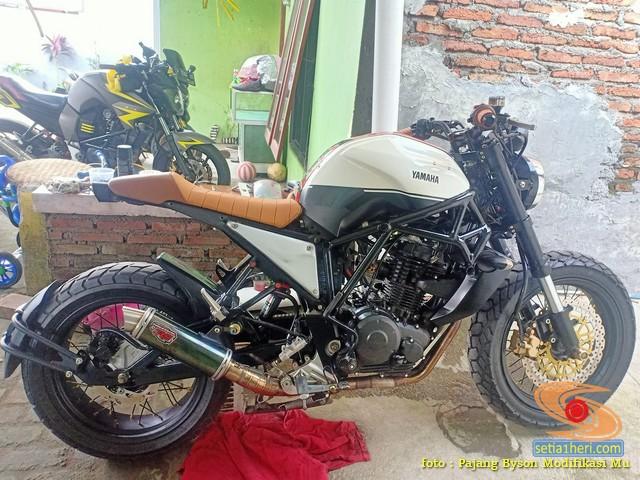 Modif Yamaha Byson jadi caferacer mboiss tenan gansss.. (1)