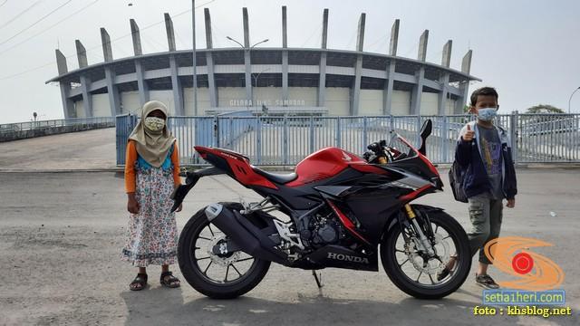 Njajal Numpak Honda CBR150R terbaru 2021 ke Gelora Bung Tomo dan Gelora Joko Samudro Gresik (4)
