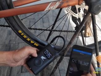 mencoba pompa elektrik portable xiaomi mijia di ban sepeda angin