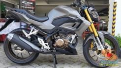 Lebih dekat dengan Honda CB150R tahun 2021 edisi spesial warna Armored Matte Grey (7)