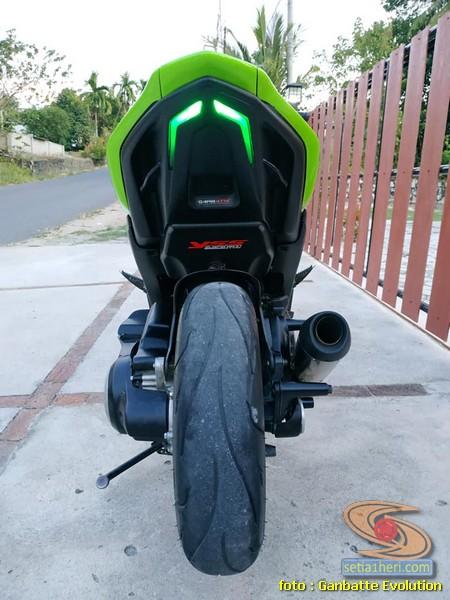 Modif Yamaha Aerox 155 warna hijau, single seater dan monoshock gans....
