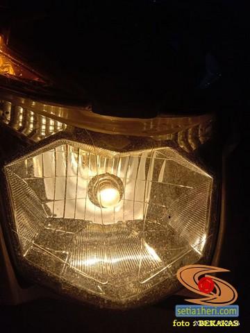 Lampu depan alternatif Honda BeAT yang terang di jalan