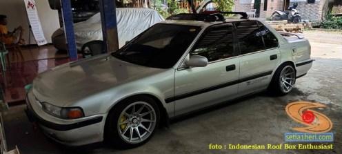 Mobil sedan pasang roofbox dan roofrack (3)