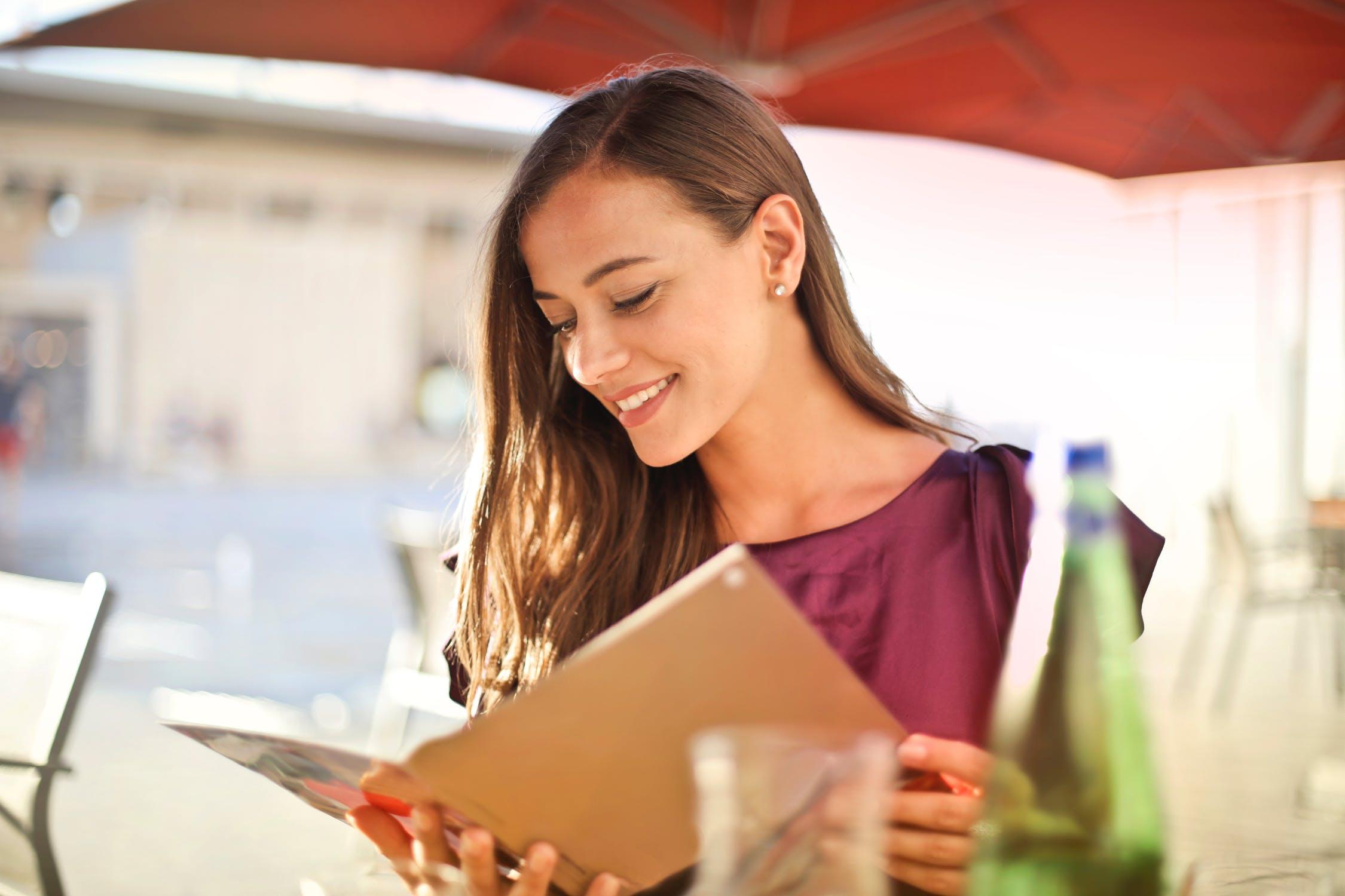 woman-reading-menu