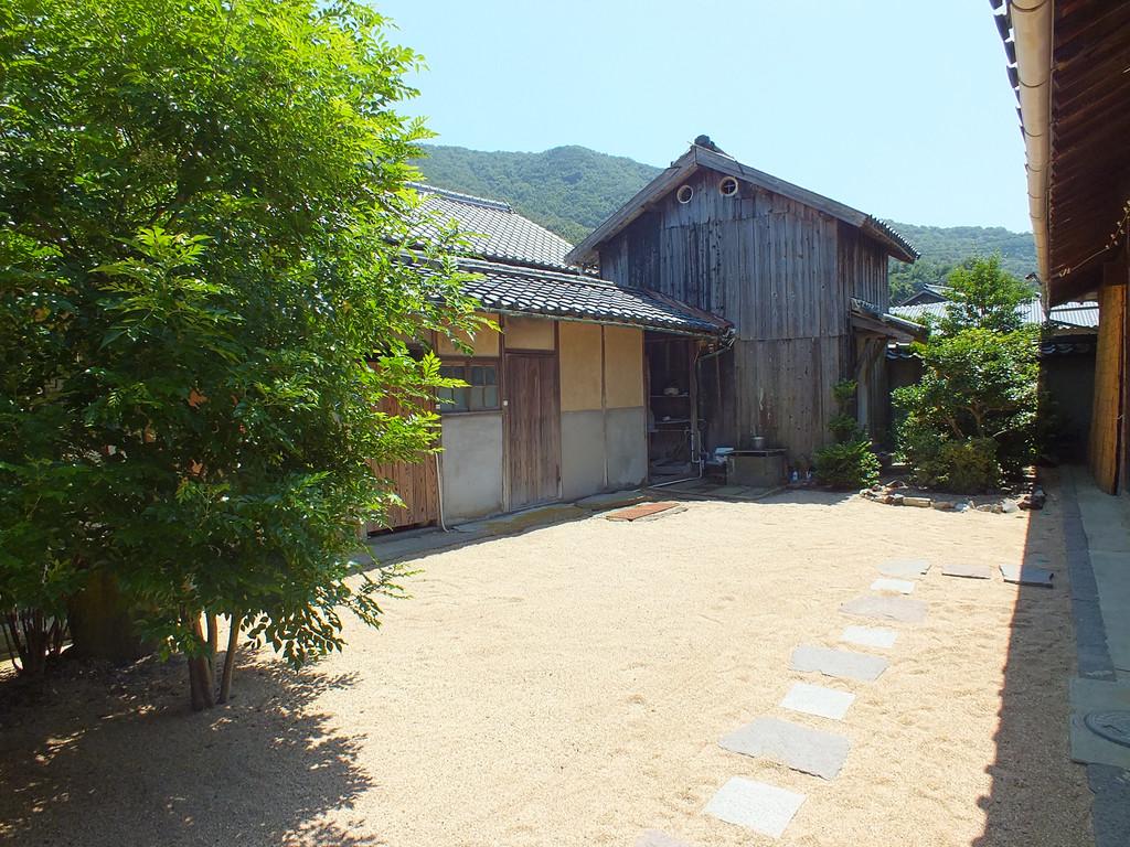 Stories house by yume akasaka on shodoshima for Classic house at akasaka prince